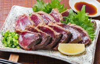 〈高知の魚家さん〉藁焼き鰹のたたき