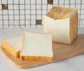 〈最高級食パン い志かわ〉い志かわ